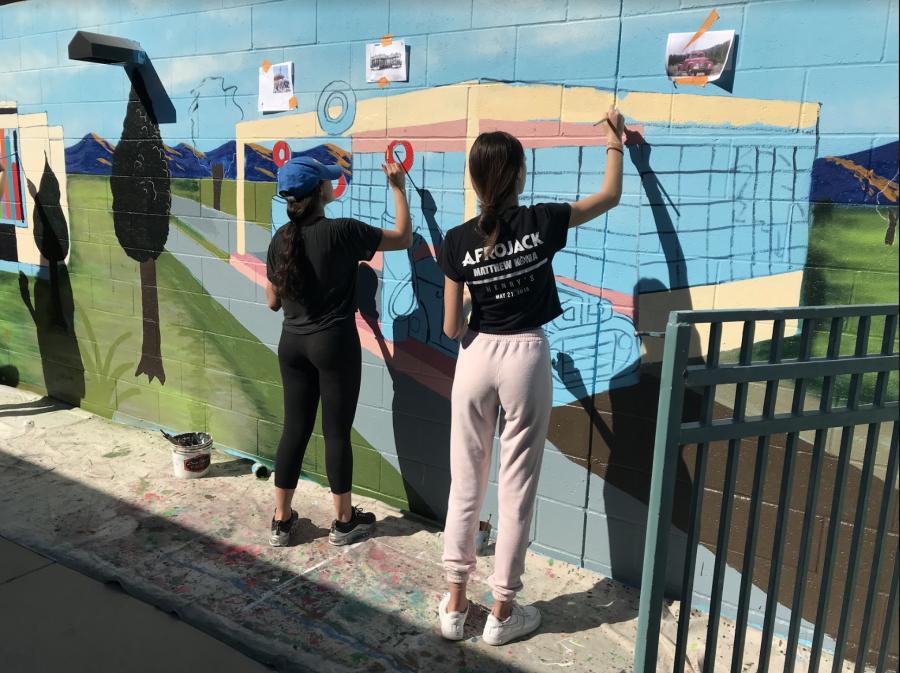 Milken+student+volunteers+paint+mural+for+Salvation+Army+preschool