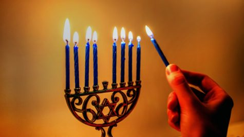 Choose Your Favorite Hanukkah Items and We Will Tell You Which Jewish Celebrity You Are!