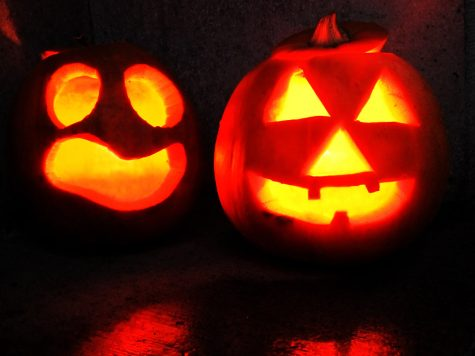 Two Jack-o-lanterns smiling in the spirit of Halloween
